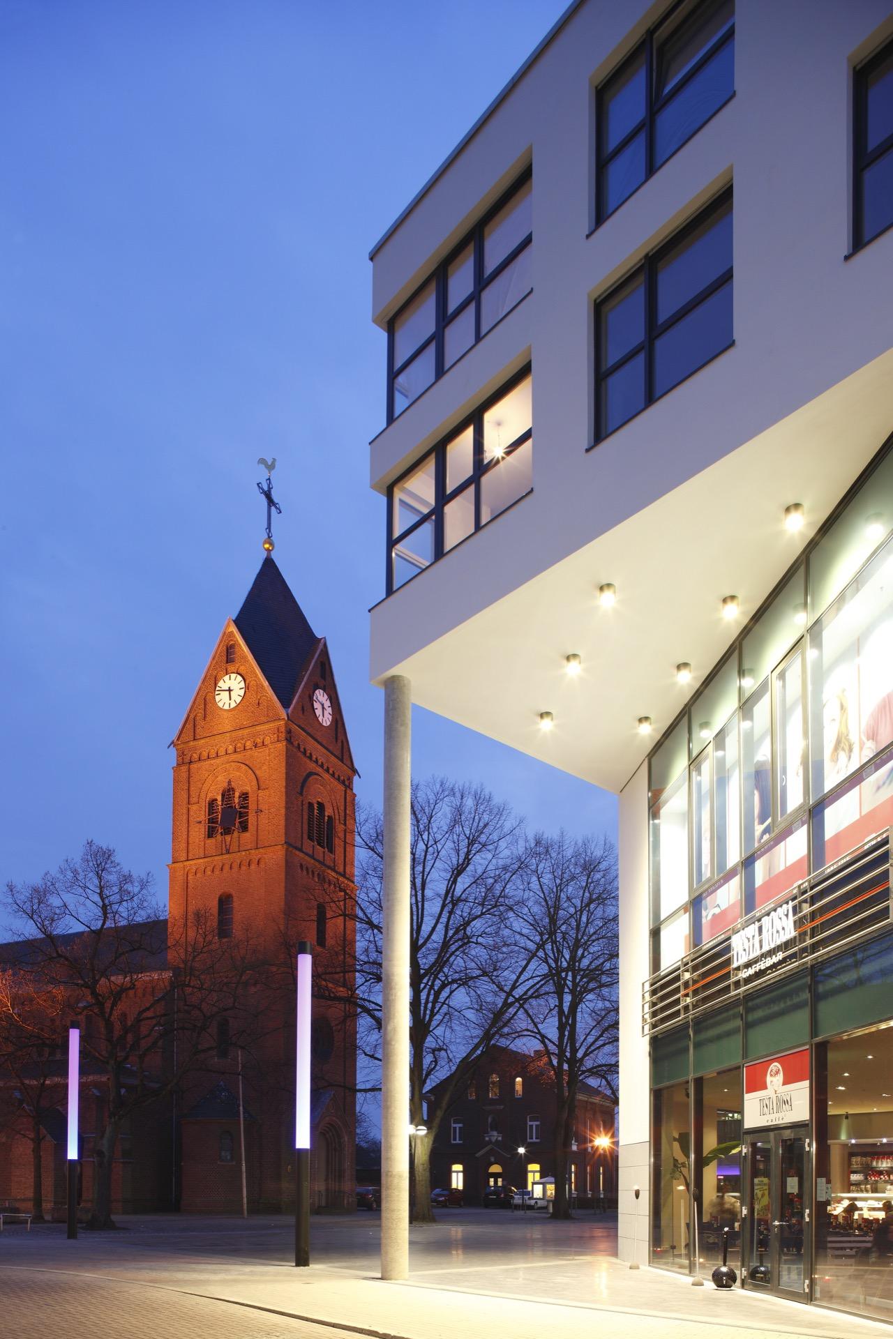 Neubau eines Shoppingcenters mit Wohneinheiten, Langenfeld